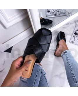 Černé propletené pantofle
